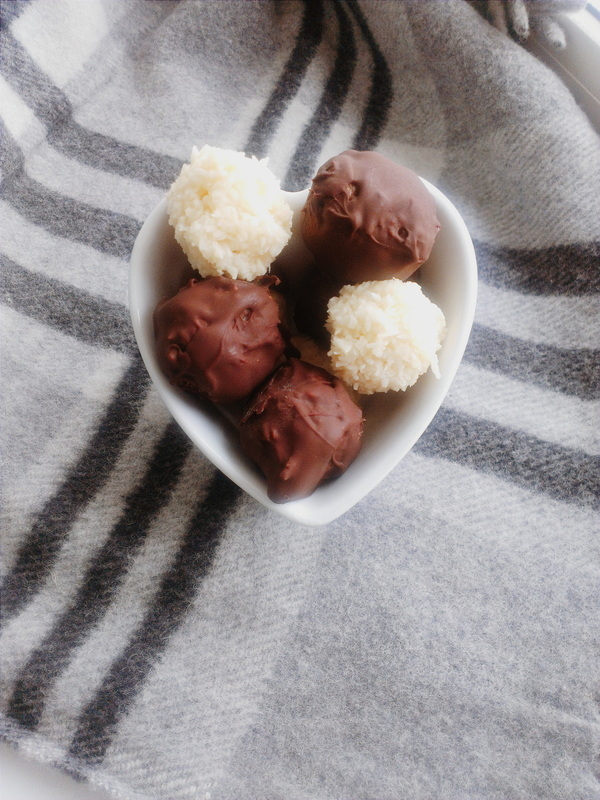 Homemade Bounty Bars-Coconut Filled Chocolate Candies Perfect for #Valentine'sDay! Recipe on Creating A Curated Life