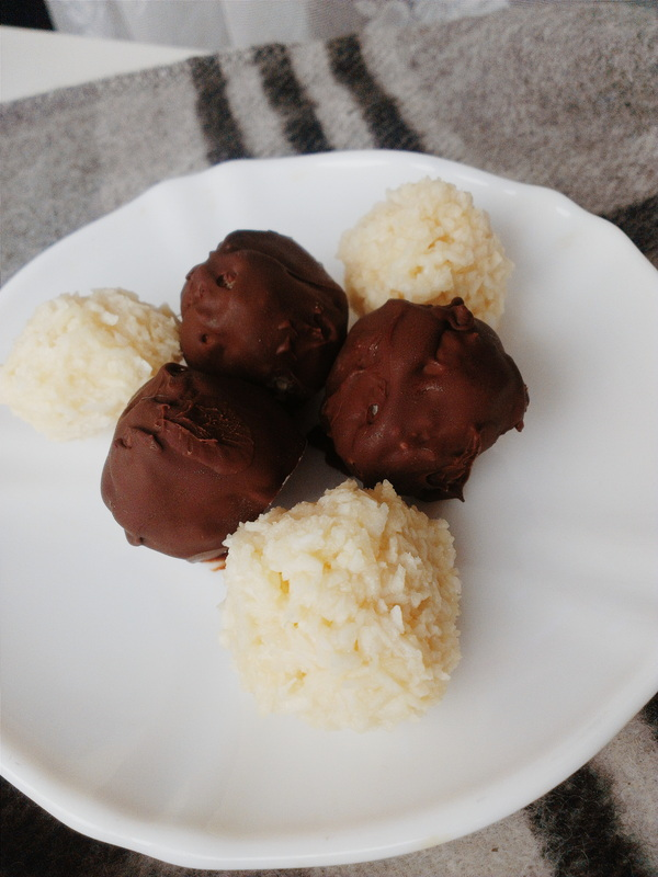 Homemade Bounty Bars-Coconut Filled Chocolate Candies Perfect for #ValentinesDay! Recipe on Creating A Curated Life