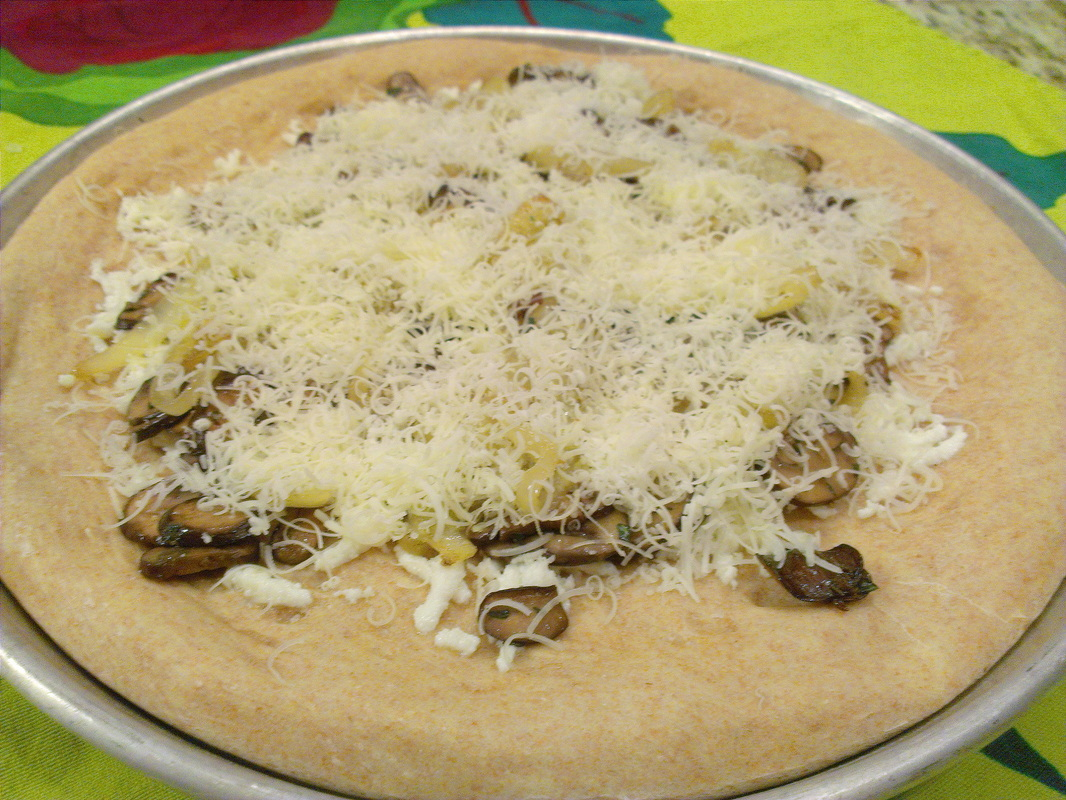 Mushroom & Gruyere Pizza. Recipe on Creating a Curated Life.