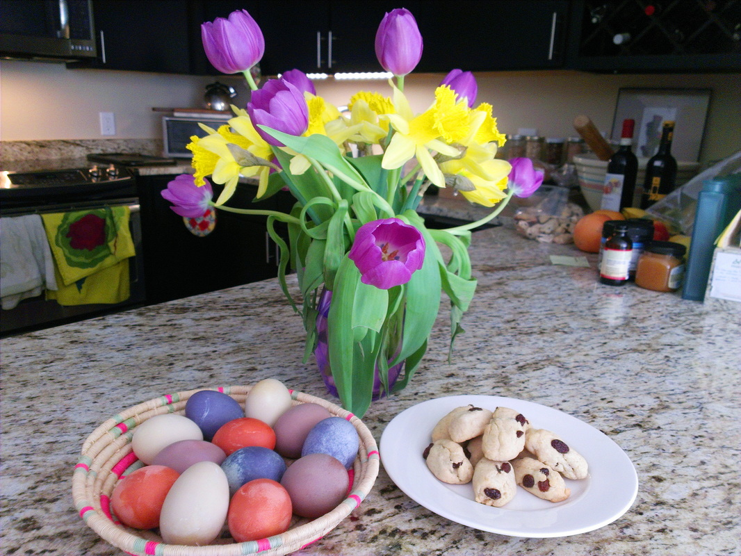 Easter eggs dyed with vegetable and fruit based dyes. By Creating a Curated Life.