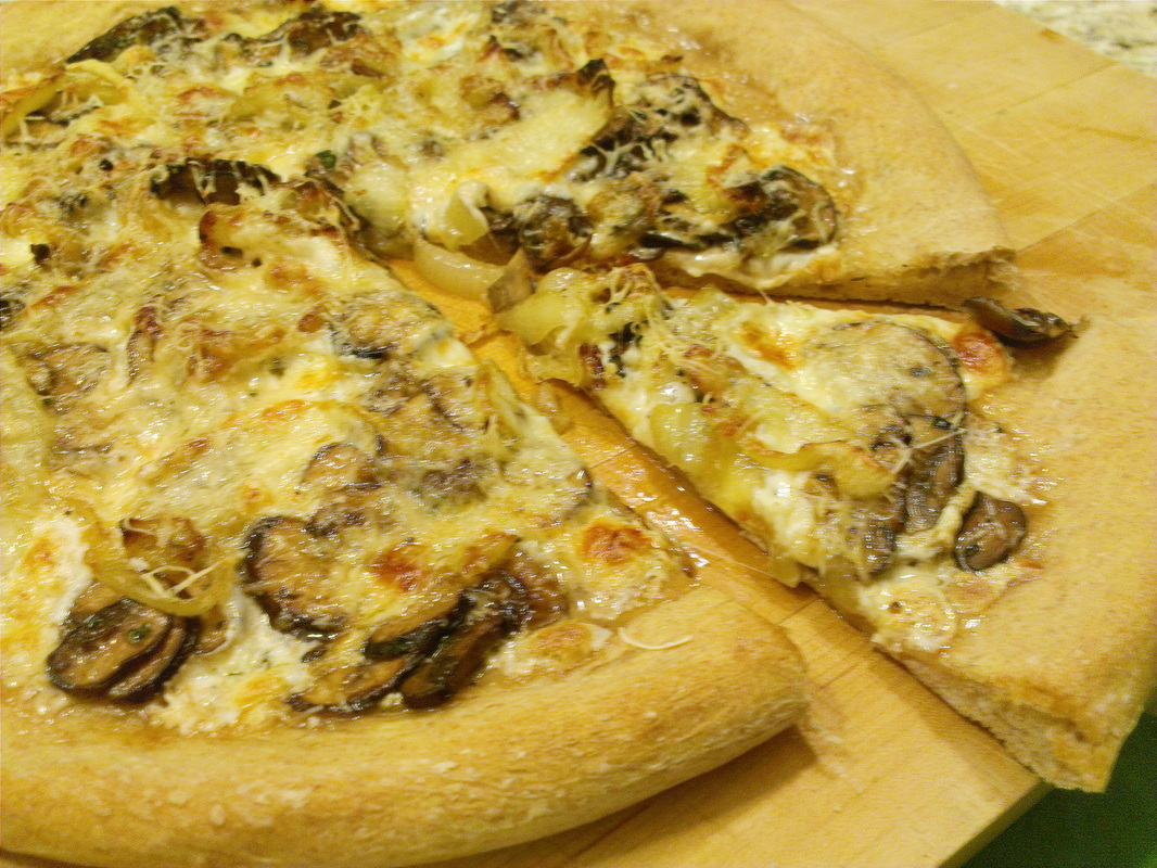 Mushroom & Gruyere Pizza. Recipe on Creating A Curated Life (creatingacuratedlife.com)